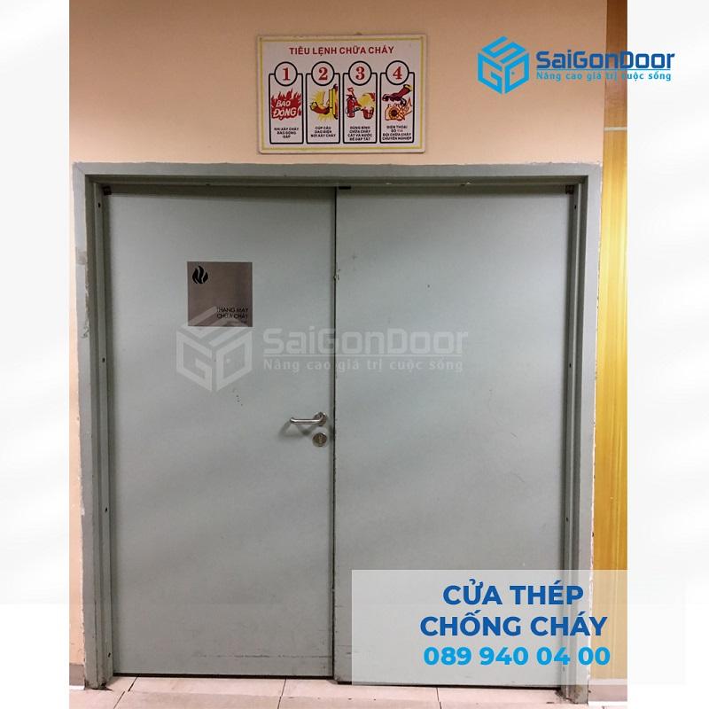 Cua thep chong chay 2P cho cao oc van phong